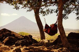 Photo d'une personne dormant dans un hamac